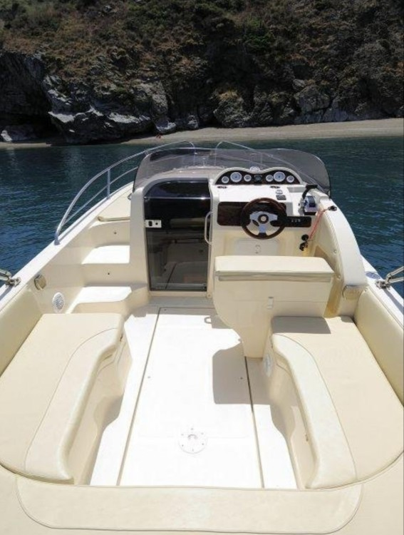 Rental Motorboat in Syracuse - Nadirmarine Eolo 830 day