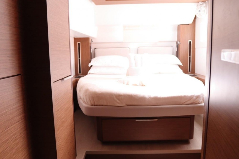 Rental Catamaran in Road Town -  Lagoon 46