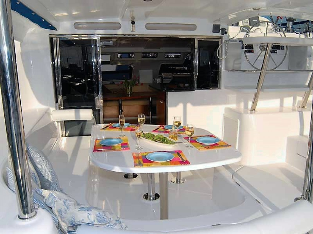 Boat rental Airlie Beach cheap Leopard 46