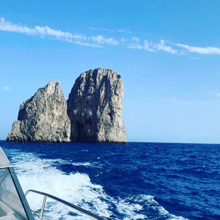 Boat rental Torre del Greco cheap CAIMAN 23