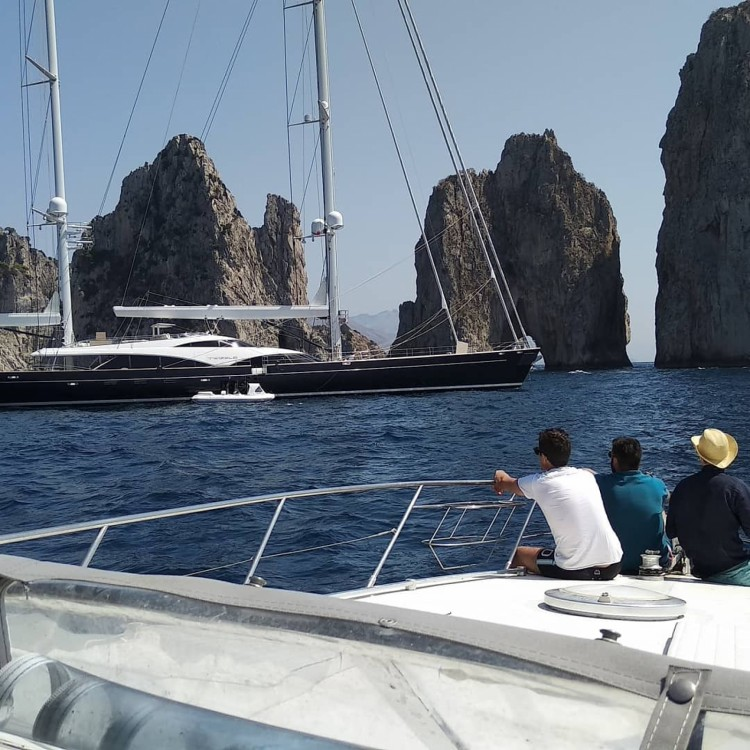 Motorboat for rent Sorrento at the best price