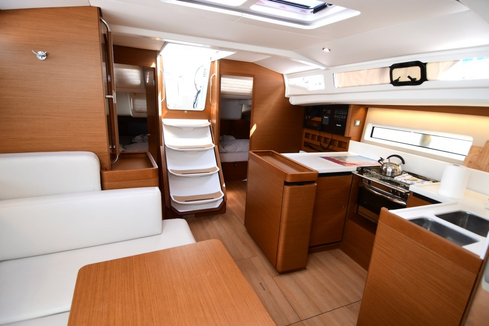 Rental yacht Komolac - Jeanneau Sun Odyssey 440 on SamBoat