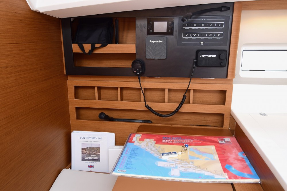 Jeanneau Sun Odyssey 440 between personal and professional Komolac