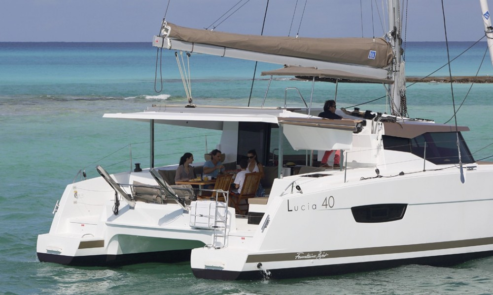 Boat rental Road Town cheap Lucia 40