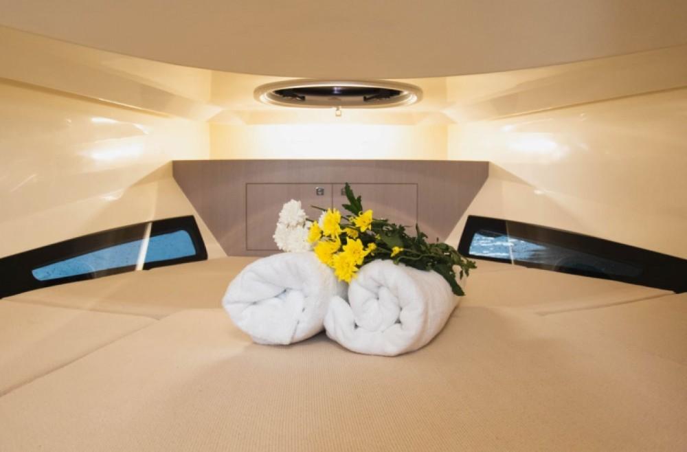 Rental RIB in Mueang Phuket - Nuova Jolly Prince 38 Sport Cabin