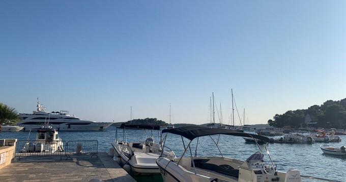 Boat rental Mercan 34 in Split on Samboat