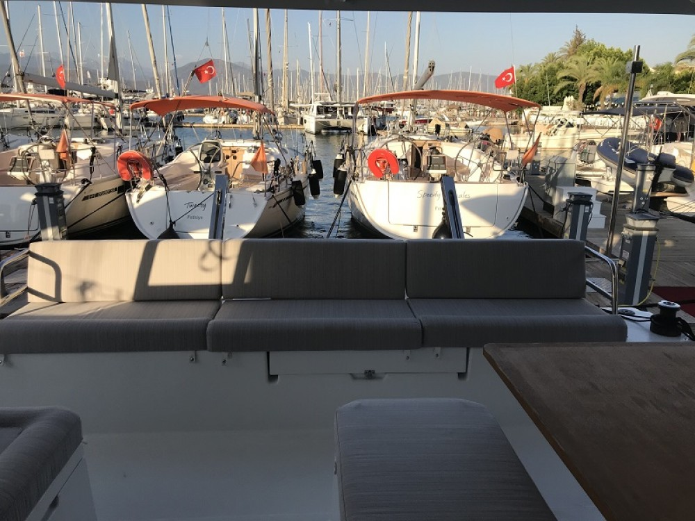 Boat rental Fountaine Pajot Fountaine Pajot Astrea 42 - 4 + 1 cab. in Fethiye on Samboat