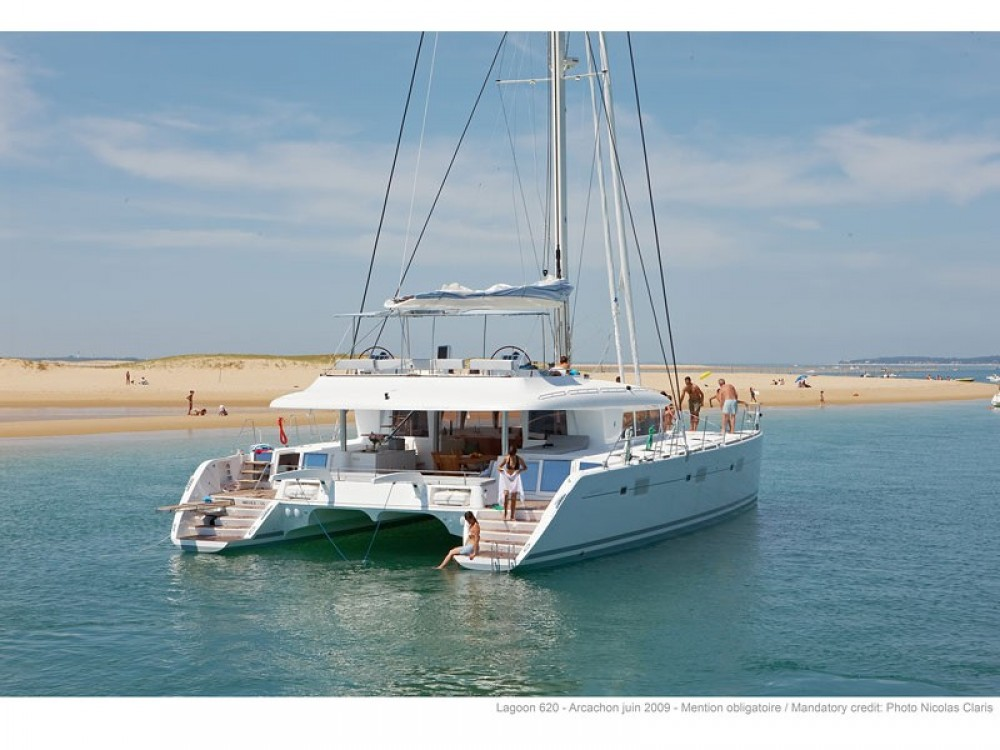 Boat rental Lagoon Lagoon 620 in Capo d'Orlando on Samboat