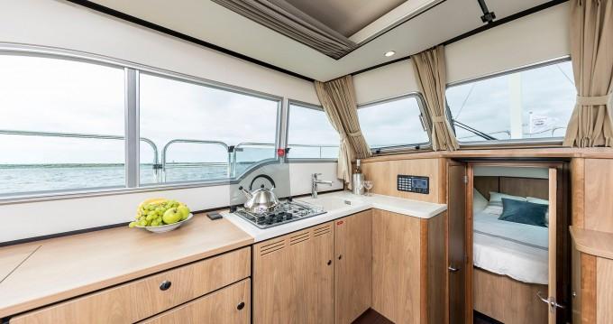 Rental Motorboat in Kinrooi - Linssen Linssen Grand Sturdy 30.0 Sedan