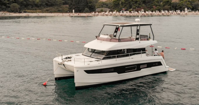 Hire Motorboat with or without skipper Fountaine Pajot Tivat