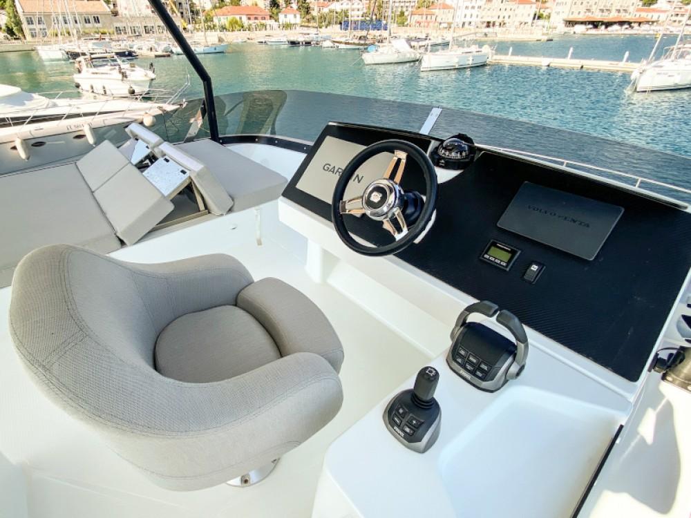 Boat rental  cheap MY40