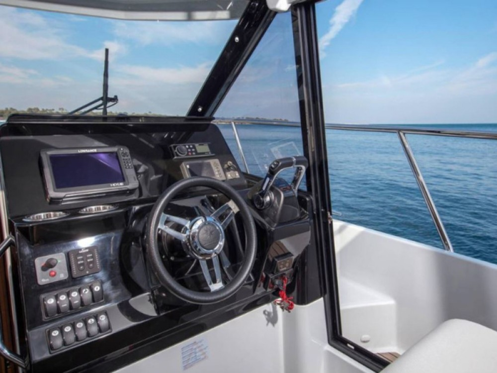 Hire Motorboat with or without skipper Jeanneau Sukošan