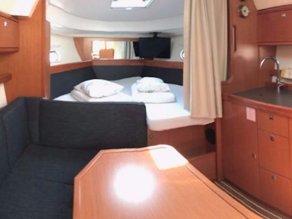 Boat rental Bavaria Bavaria Sport 32 in Pirovac on Samboat