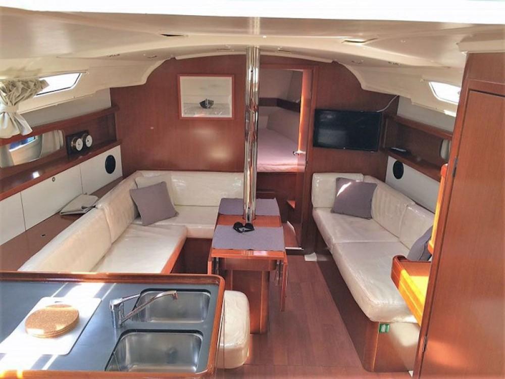 Rental yacht Álimos - Bénéteau Oceanis 37 on SamBoat