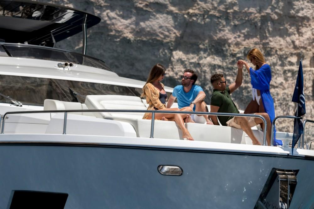 Rental yacht Saint Julian's - Sunseeker Yacht 86 on SamBoat
