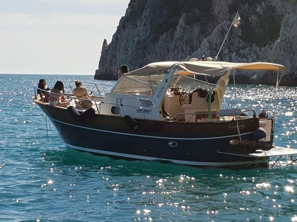 Rental Motorboat in Naples - Apreamare 9' Semi-Cabin