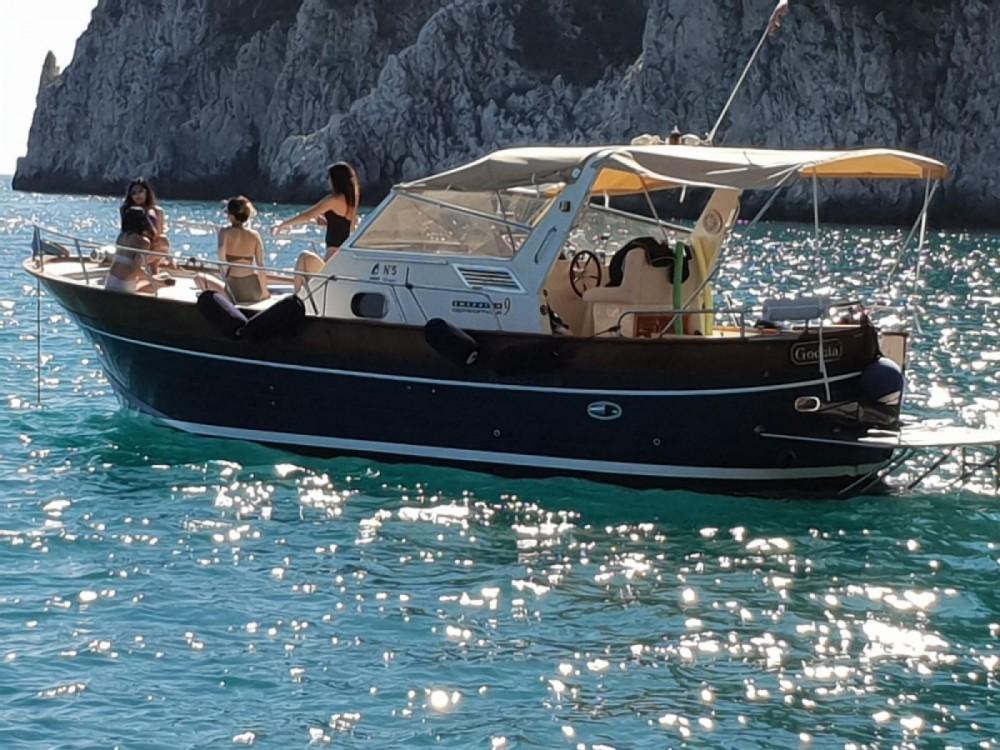Boat rental Apreamare 9' Semi-Cabin in Naples on Samboat