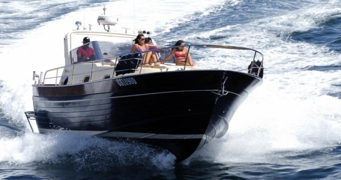 Rental Motorboat in Sorrento - Gozzo Sorrentino Futura 38' Cabin