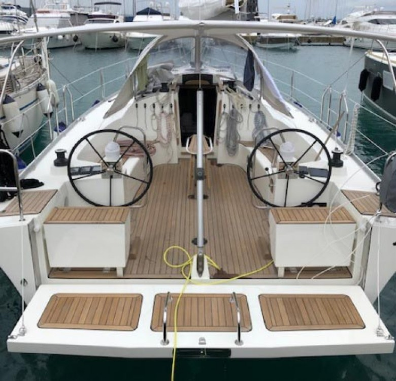 Rental Sailboat Cobra Yachts with a permit
