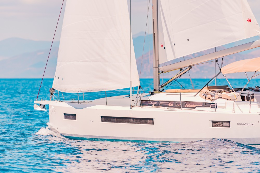 Hire Sailboat with or without skipper Jeanneau Laurium