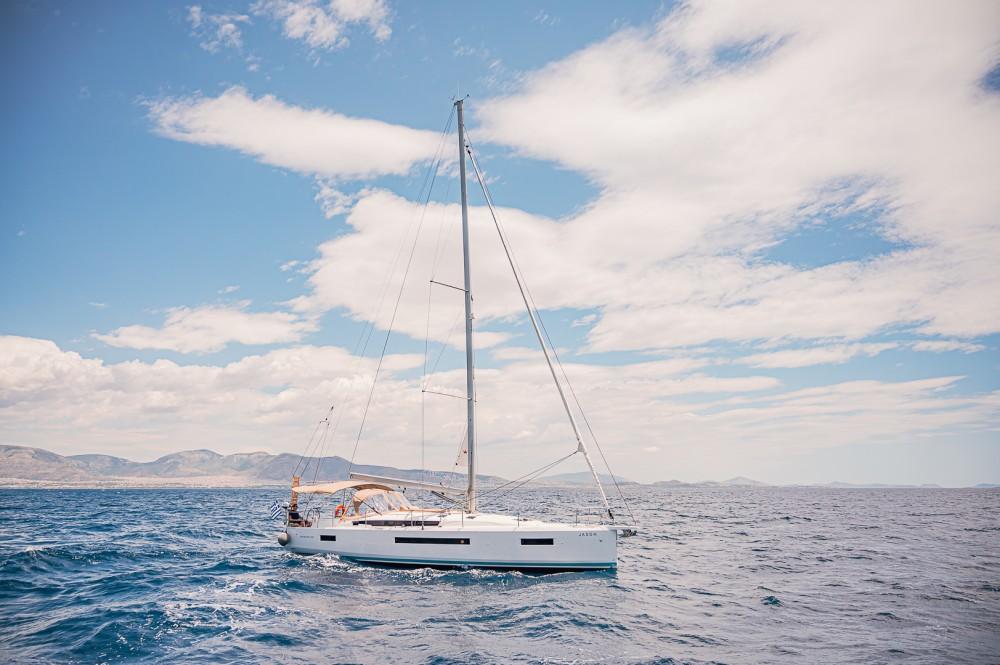 Rental yacht Álimos - Jeanneau Sun Odyssey 490 on SamBoat