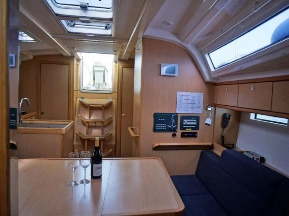 Rental Sailboat in Altefähr - Bavaria Bavaria Cruiser 37