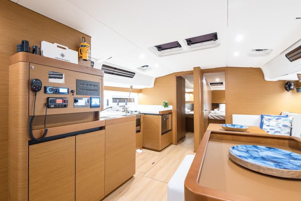 Rental Sailboat in Álimos - Jeanneau Sun Odyssey 490