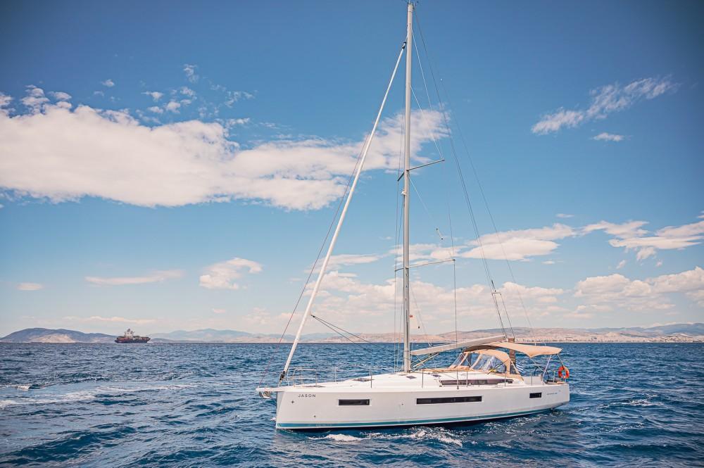 Boat rental Jeanneau Sun Odyssey 490 in Álimos on Samboat