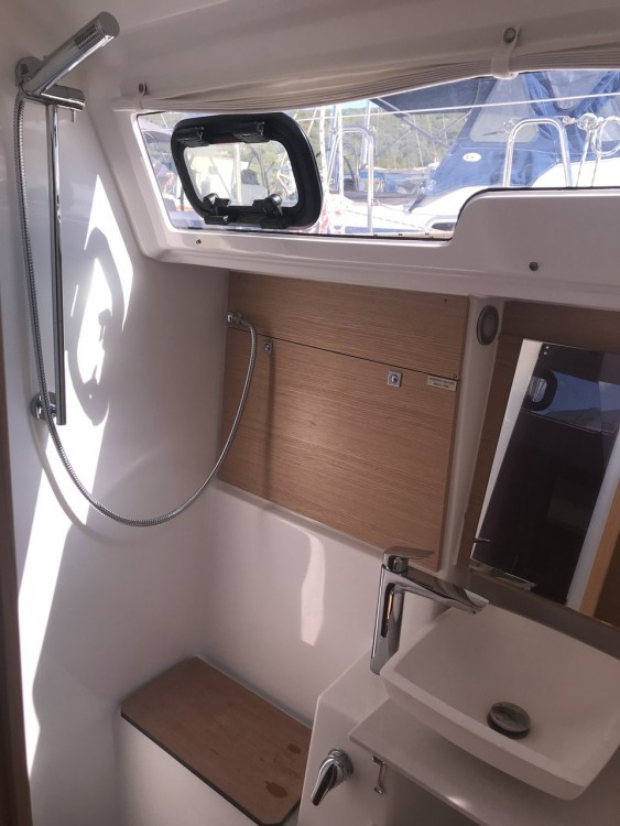 Boat rental Dufour Dufour 430 GL in Croatia on Samboat