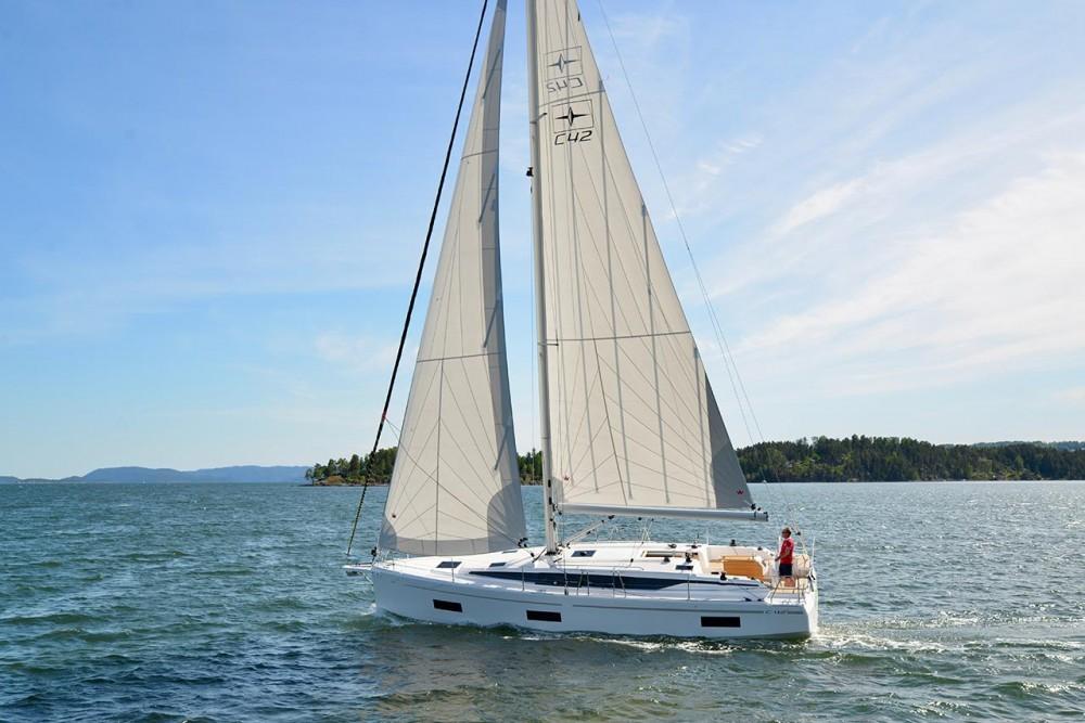 Boat rental Bavaria Bavaria C42 in Trogir on Samboat