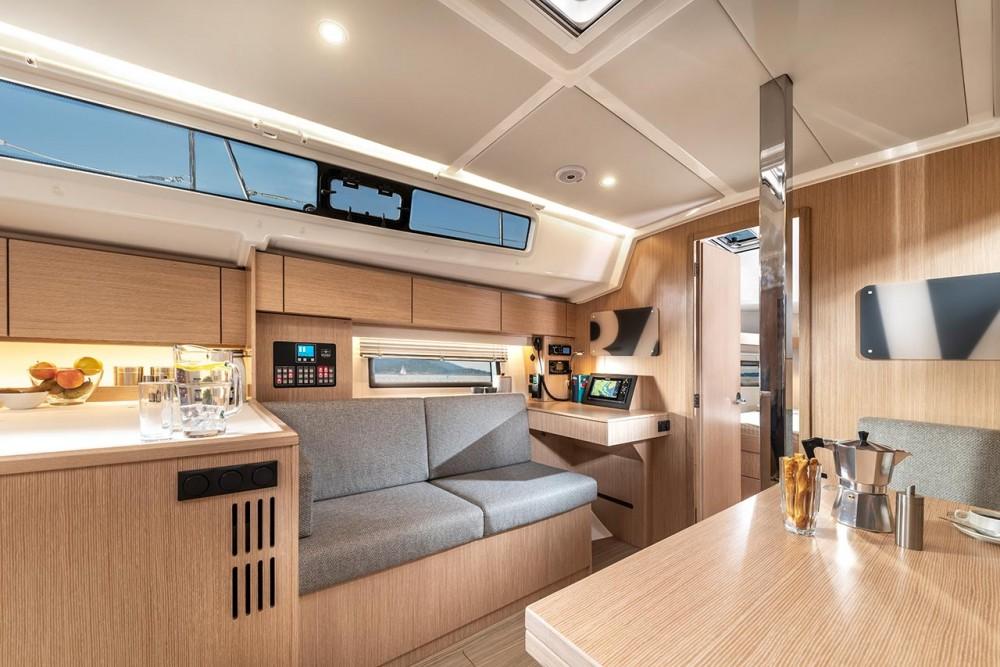 Boat rental Bavaria Bavaria C42 in Grad Pula on Samboat