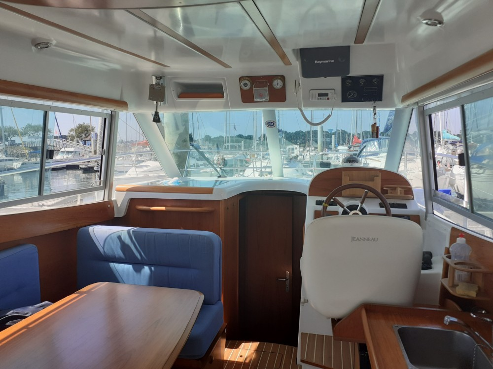 Rent a Jeanneau Merry Fisher 925 Morgat
