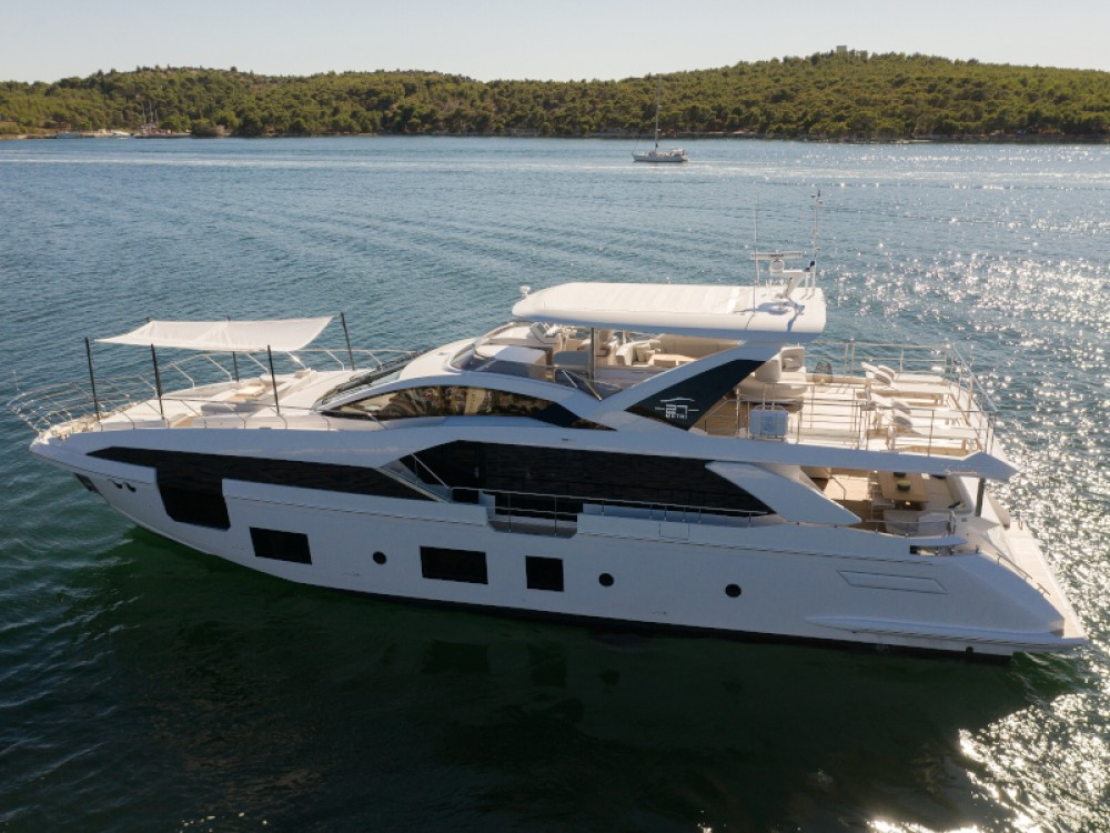 Hire Yacht with or without skipper Azimut Šibenik