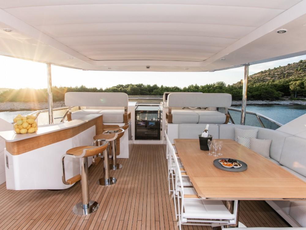 Boat rental Šibenik cheap Azimut Grande 27