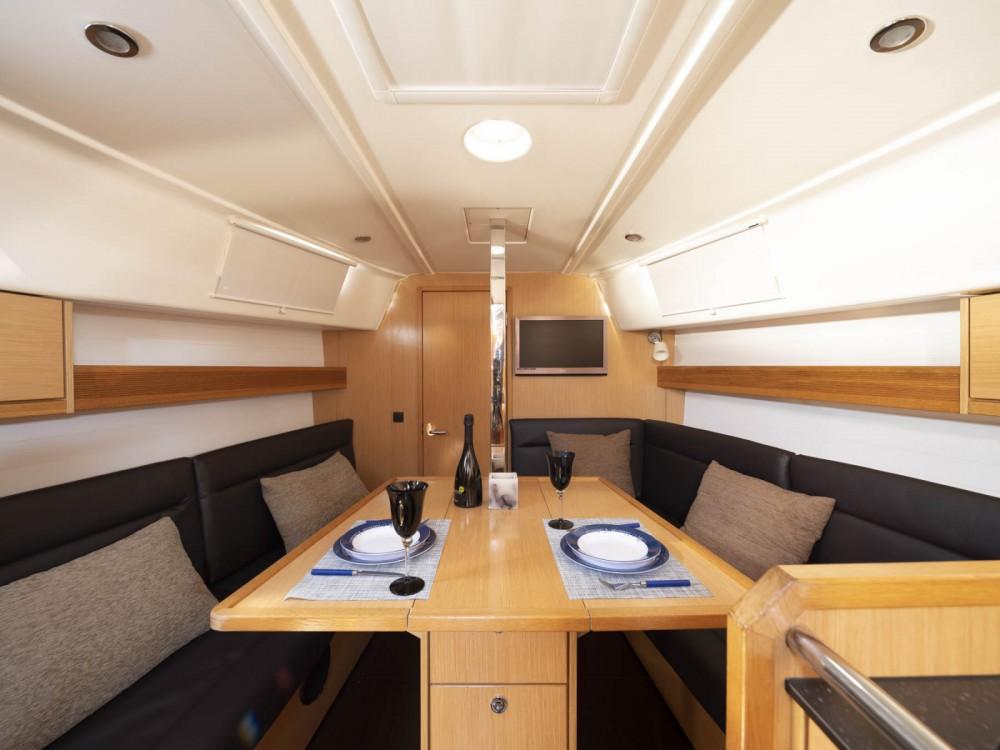 Rental Sailboat in Galicia - Bavaria 32 CRUISER