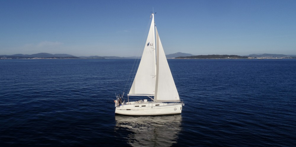 Hire Sailboat with or without skipper Bavaria Galicia