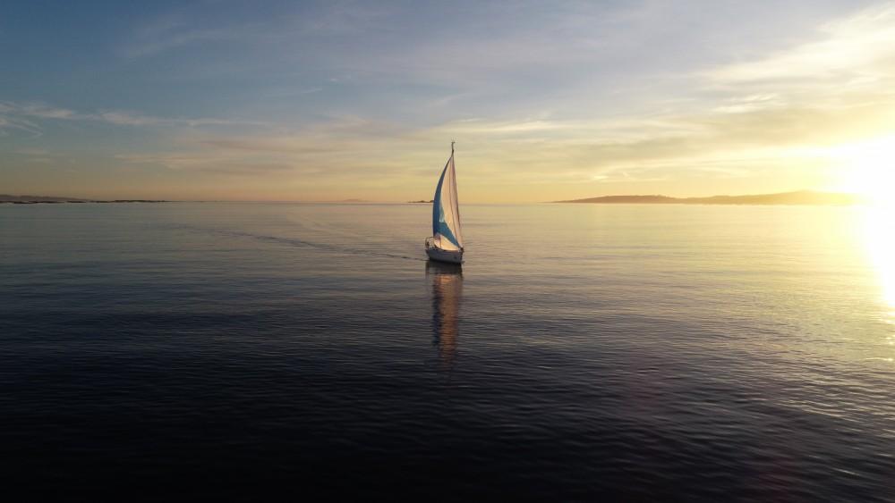 Boat rental Galicia cheap 32 CRUISER