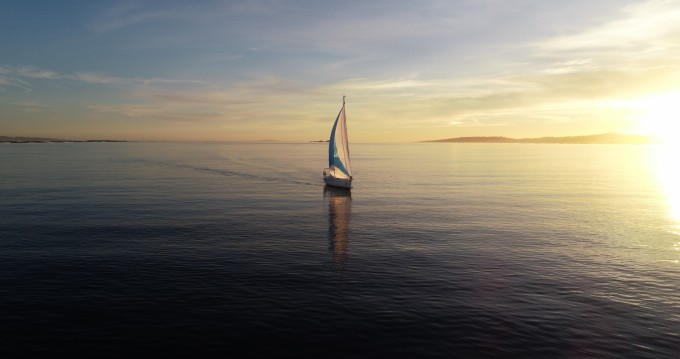 Sailboat for rent Sanxenxo at the best price