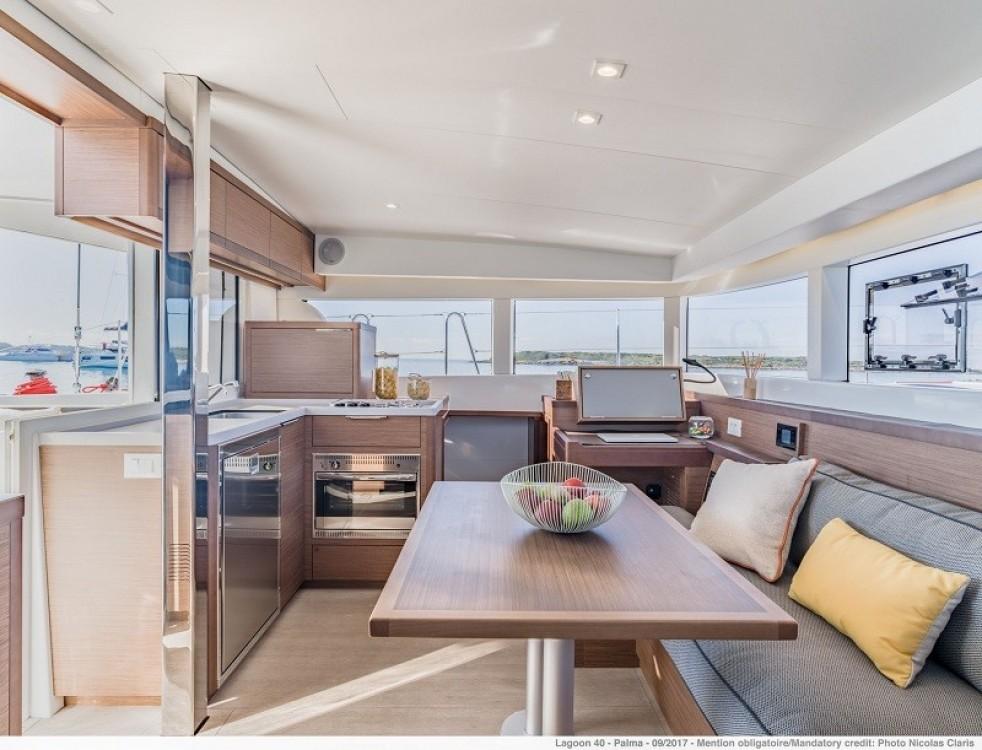 Rental Catamaran in Saint-Mandrier-sur-Mer - Lagoon Lagoon 40