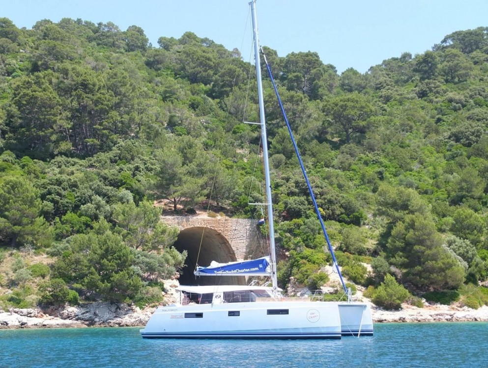 Catamaran for rent Traù at the best price