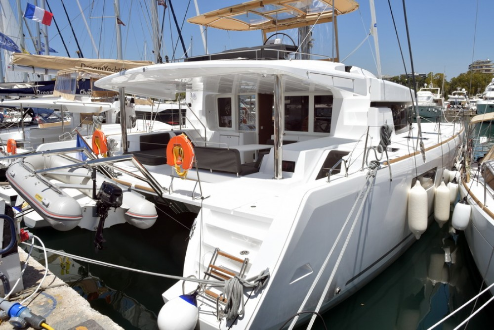 Boat rental Lagoon Lagoon 52 in Greece on Samboat