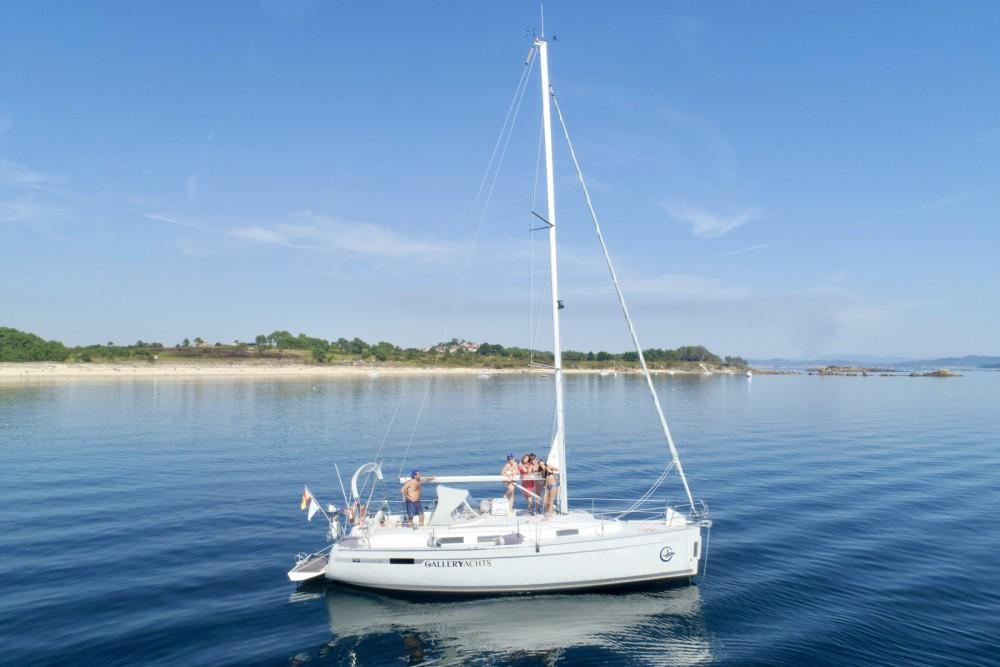 Rental yacht Galicia - Bavaria 32 CRUISER on SamBoat