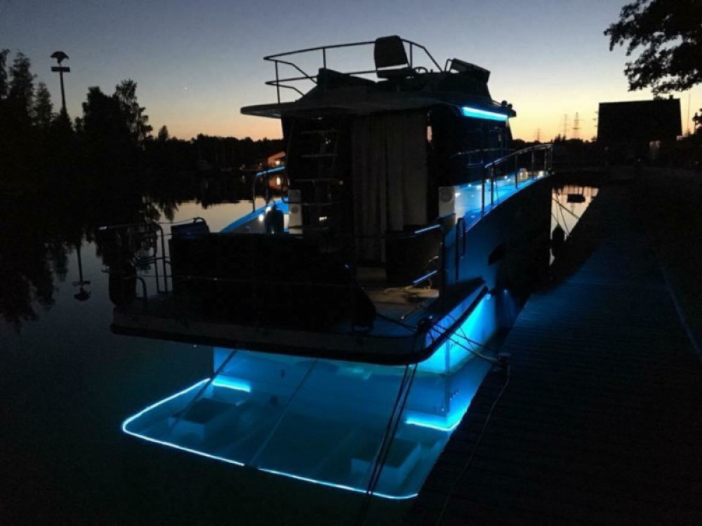 Rental Motorboat in Wilkasy - Cobra Futura 40 Grand Horizon