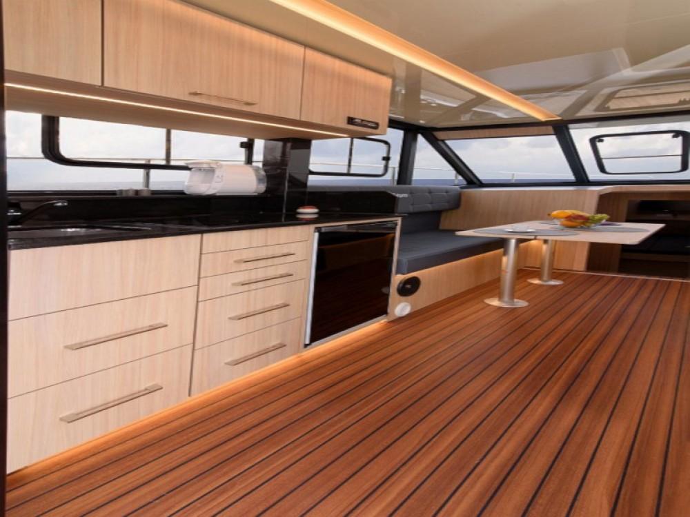Boat rental Cobra Futura 40 Grand Horizon in Wilkasy on Samboat