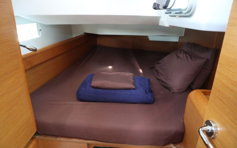 Hire Sailboat with or without skipper Jeanneau New York