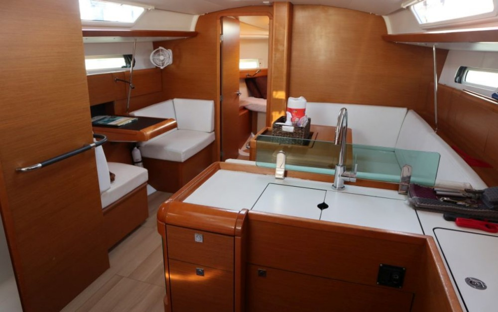 Rental yacht New York - Jeanneau Sun Odyssey 419 on SamBoat