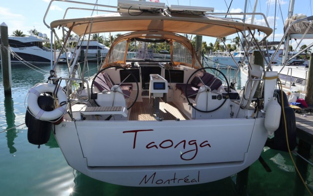 Sailboat for rent Newport at the best price