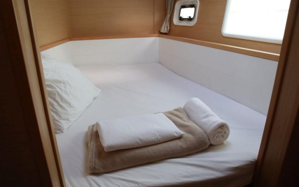 Rental Catamaran in Newport - Lagoon Lagoon 400 S2