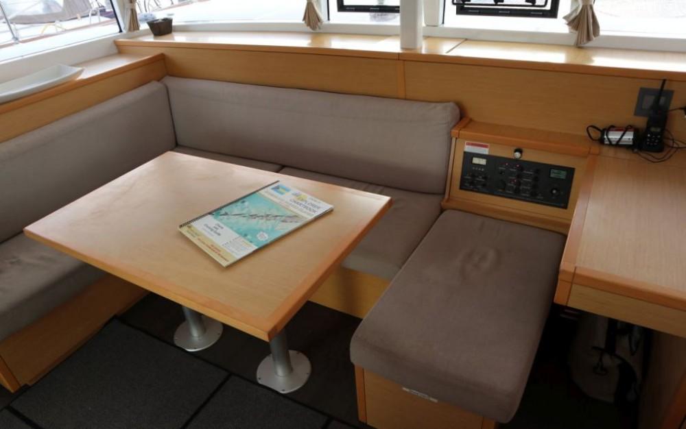 Rental yacht Newport - Lagoon Lagoon 400 S2 on SamBoat