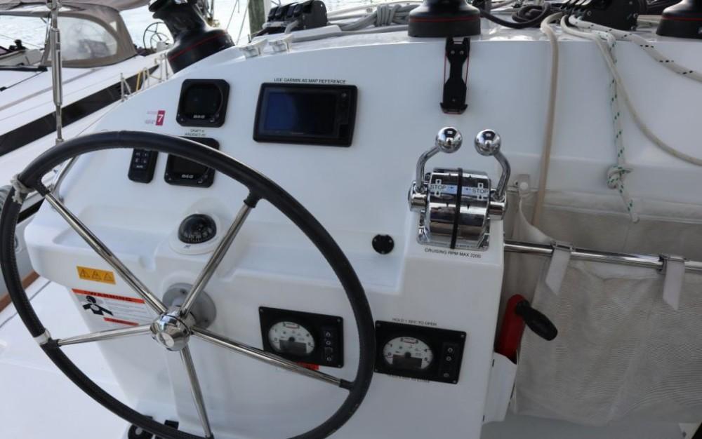Boat rental Newport cheap Lagoon 400 S2